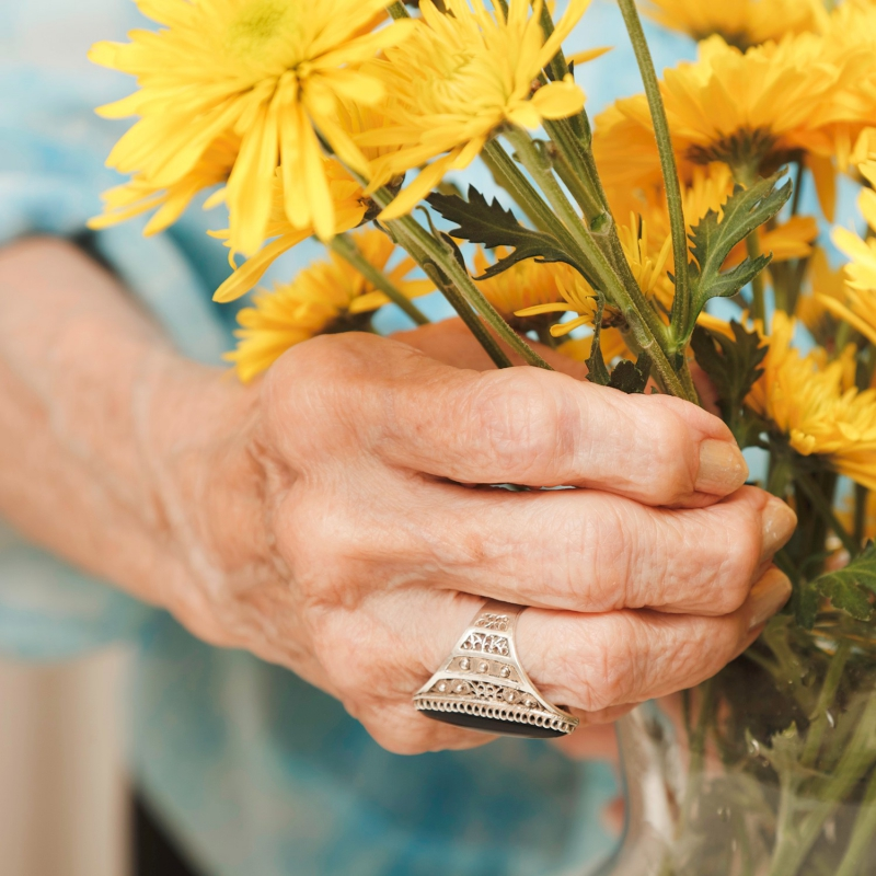 Image of a hand holding flowers.